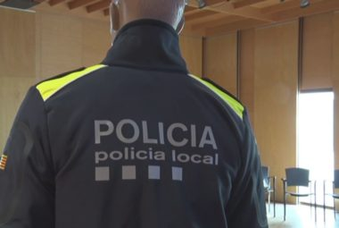 nous uniformes de la Policia Local i Mossos